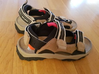 Javascript är inaktiverat. - Stockaryd - Helt nya kvalitét sandaler från märket Network.Nypris på rea 399 kr.Samfraktar för billigare frakt - Stockaryd