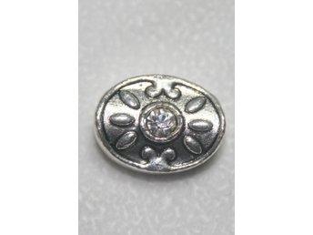 Oval silverfärgad metallpärla med Rhinestone - Vallentuna - Oval silverfärgad metallpärla med Rhinestone - Vallentuna