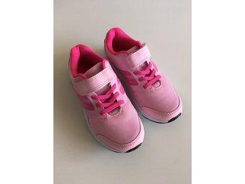 ccb958f26e9 Nya oanvända Gymnastikskor Sneakers Skor 30 Soc (346252254) ᐈ Köp ...