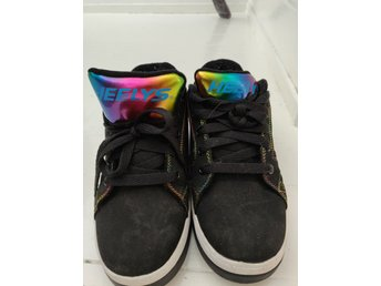 Helt nya skor från Nike i stl 36,5 (351391926) </p>                         </div>                     </div>                 </div>                 <div class=