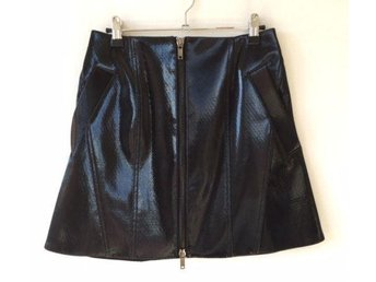 Black Y-project skirt in excellent condition. Fashion piece s.38 (12)