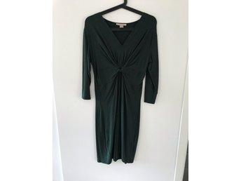 Grön stretchig klänning med knut storlek 40 (407998657) ᐈ