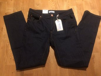Nya DENIM BY LINDEX jeans stl 31/32