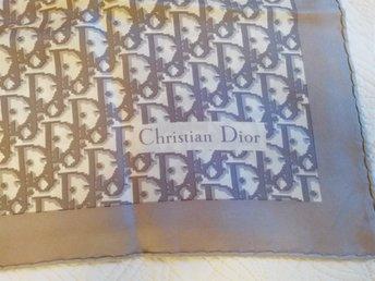 Christian Dior scarf siden - Bromma - Christian Dior vintage grå scarf i siden. Mått ca 75x76cm. Jättebra skick - Bromma