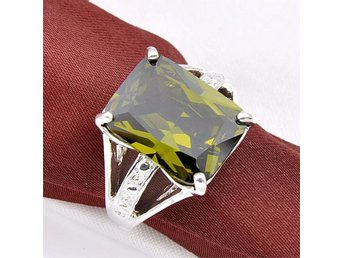 High Quality Jewelry Beautiful Peridot Olive Synthetic Zircon Rings 18,6 mm dia