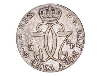 Norge Christian VII Silvermynt 1776 HI-AB 1/2 Speciedaler - London - NORWAY. Christian VII, 1766-1808. 1/2 Speciedaler, 1776 HI-AB. Kongsberg. F+.Composition: SilverThe Coin Cabinet drivs av Andeas Afeldt, företaget är baserat i London. Vi är medlemmar av BNTA (British Numismatic Trade Association), Storbritann - London