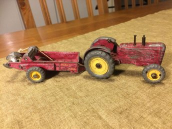 Dinky Toys Traktor Massey Harris Made in England Meccano LTD Manure Spreader