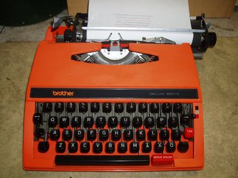 Gammal,Reseskrivmaskin Brother/Orange skrivmaskin/Vintage typewriter Brother