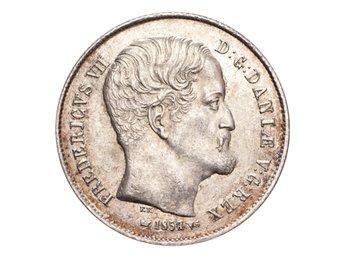 Danmark Frederik VII Silvermynt 1854 VS 1/2 Rigsdaler - London - DENMARK. Frederik VII, 1848-63. 1/2 Rigsdaler, 1854 VS. Copenhagen. UNC.Reference: Hede 9Weight: 7.22 g.Composition: 875/1000 SilverThe Coin Cabinet drivs av Andeas Afeldt, företaget är baserat i London. Vi är medlemmar av BNTA (British Numism - London