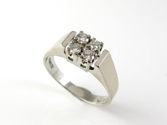 P40307* Diamantring i 18K vitguld 0,24ct!