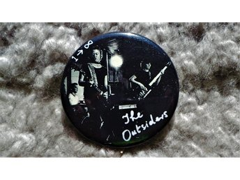 OUTSIDERS - Stor Button-Badge / Pin / Knapp (Punk, Sound, Borland, 1977, KBD,)
