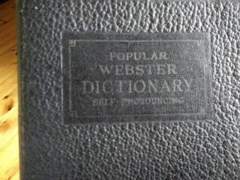 Popular Webster Dictionary 1927. Uppslagsbok på engelska.