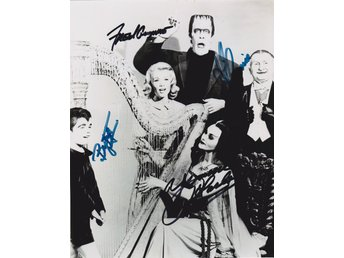 THE MUNSTERS TELEVISION CAST SIGNED BY 4 PRE-PRINT AUTOGRAF FOTO