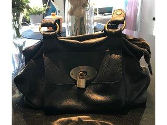 Handväska med 3 fack