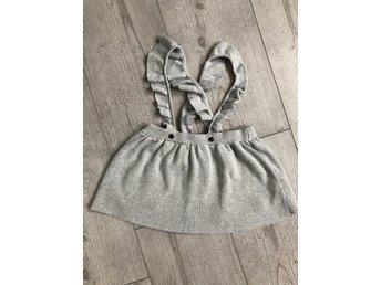 grå stickad kjol