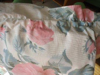 Bred gardinkappa 3,4 m i dubbla tyg med sött rosen mönster i dova färger - Vänersborg - Bred gardinkappa 3,4 m i dubbla tyg med sött rosen mönster i dova färger - Vänersborg