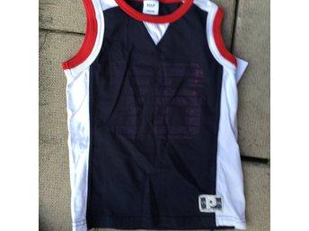Tshirt , linne Polarn &Pyret blå med röda och vita detaljer 122-128 - Stockholm - Tshirt , linne Polarn &Pyret blå med röda och vita detaljer 122-128 - Stockholm