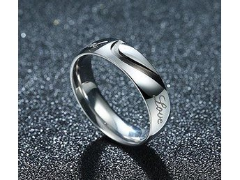 Underbar ring med texten Real Love.  stl 17,2 mm.  Unisex