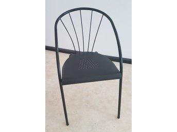 Retro: Svart IKEA stol i plastmetall design To.. (408193488