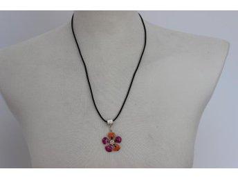 Snyggt Halsband med hänge Blomma - Borås - Snyggt Halsband med hänge Blomma - Borås