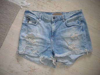 "Jeans-shorts, ""trasiga"", Perfect Jeans, GinaTricot, stl 38"