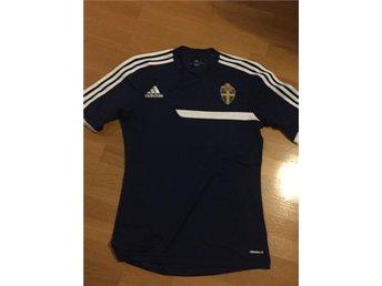 SVFF svenska fotbollslandslagets träningströja Adidas - Hjo - SVFF svenska fotbollslandslagets träningströja Adidas - Hjo