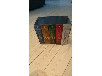 Bok 1-5 av Game of Thrones i snygg box. A Song of Ice and Fire,George R R Martin