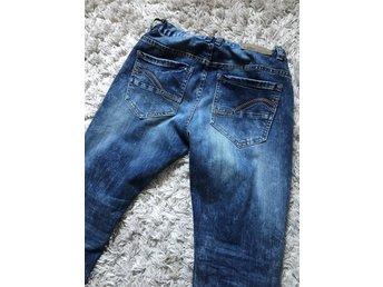 Javascript är inaktiverat. - Trollhättan - Som nya! Snygga med band i midjan. Snygg härlig färg, mjuka sköna denim jeans. SAMFRAKTAR, se mina andra annonser - Trollhättan