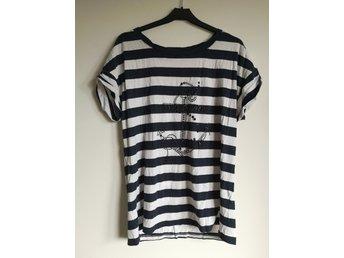 Randig t shirt shirt topp trend ankare tryck sjöman nypris 399: Nelly