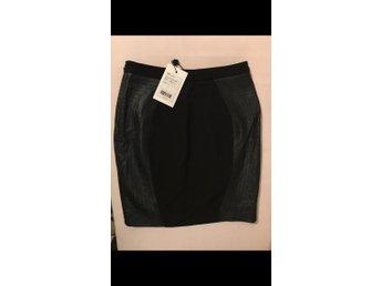 Javascript är inaktiverat. - Bunkeflostrand - 2nd DAY kjol svart med skinni sidorna. Helt ny endast provad men tyvärr för liten för mig. - Bunkeflostrand