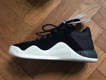 19a0a4e93b2 Nya oanvända adidas sneakers i mocka, 37 (341384216) ᐈ Köp på Tradera