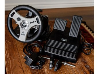 Sega Dreamcast Racing Wheel and Pedal Controller Concept 4 by Interact - Ratt
