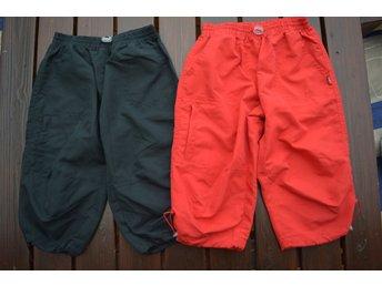 2 par baggy knickers / långa shorts ( 1 par svarta & 1 par röda ) storlek: 120 - Eskilstuna - 2 par baggy knickers / långa shorts ( 1 par svarta & 1 par röda ) storlek: 120 - Eskilstuna