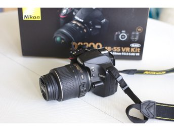 Nikon D3200 + 18-55mm + extra batteri + filter + wide angle extender