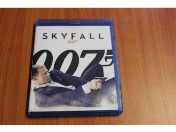 Bluray-film: Skyfall (007) - Kosta - Bluray-film: Skyfall (007)Svensk text.BETALNINGVid betalning är det viktigt att det tydligt uppges användarnamnet på Tradera för att kunna härledas. Jag använder mig av Traderas automatiska vinnarmail där all betalningsinformation framgår. - Kosta