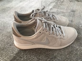 Nike Suede Women's Leather Sole Colour Grey-Helt nya