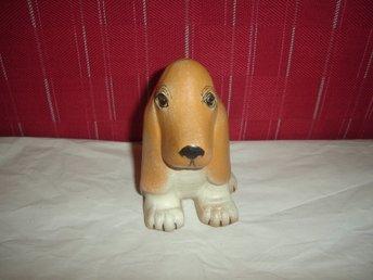 Vacker och Fin Basset Hund från Lisa Larson,Gustavsberg. - älta - Mycket fin och nyskick Basset hund från Lisa Larsson för Gustavsberg.Felfri. - älta