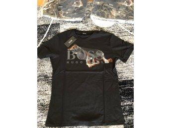 Javascript är inaktiverat. - Borlänge - Hej , säljer en fin helt ny Hugo boss t shirt i storlek Medium.Den är helt ny och inplastad.Möts upp och Fraktas.Finns i andra storlekar kolla på mina annonser.Finns i andra storlekar kolla på mina annonser. - Borlänge