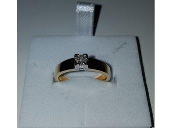 Javascript är inaktiverat. - Göteborg - Guldring i 18k med fyra klara diamanter på totalt 0,7c , vvs1. Storleken är 17mm och väger 4g. Intyg finns med , bild 3 . Skickas bara med rek. - Göteborg