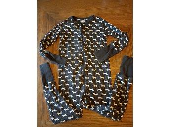 Pyjamas från Polarn och pyret i strl 104 med söta hundar på. Brun och vit. 0ddc2a30250b9