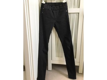 Svart jeans/leggings strl 152