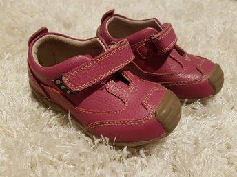 Javascript är inaktiverat. - Tärnaby,  Sverige - Som NYA! Jättefina läder skor Vincent stl. 24. Använd bara 2 gånger. Innermått ca 14,5 cm. - Tärnaby,  Sverige