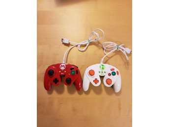 2 ST Wii U Wired Fighting Pads - Mario Edition + Yoshi Edition