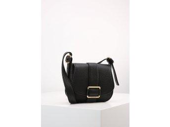 MICHAEL KORS Axelremsväska Maxine Medium Leather Saddle Bag BLACK - Mölndal - MICHAEL KORS Axelremsväska Maxine Medium Leather Saddle Bag BLACK - Mölndal