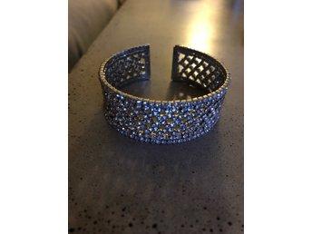 Stelt armband med strass (337666607) ᐈ Köp på Tradera 1f048f703d046