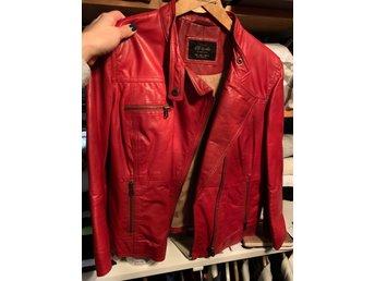 Röd skinnjacka från Zara L (413512520) ᐈ Köp på Tradera