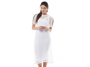 927b77154d7 Adidas dam klänning i vit Strl: 34 (347326708) ᐈ Köp på Tradera