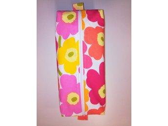 Nysydd Stor Sminkväska   Necessär i mini Marimekko rosa   gul  orange Bomull 1917f6a85e81f