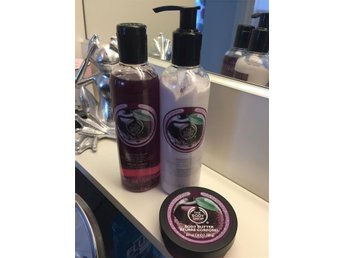 The body shop Frosted Plum Limited Edition Lotion, body shower & body butter