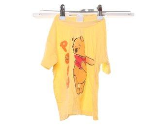 Javascript är inaktiverat. - Stockholm - Disney, T-shirt, Strl: 92/98, Färg: Gul, OrangeVaran är i normalt begagnat skick. Skick: Varan säljs i befintligt skick och endast det som syns på bilderna ingår om ej annat anges. Vi värderar samtliga varor och ger dom en beskrivning av - Stockholm